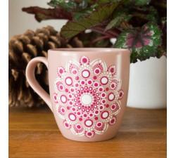 Maľovaný hrnček s mandalou ružový