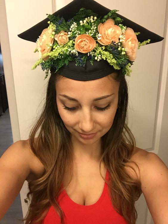 zdobená studentská čepice